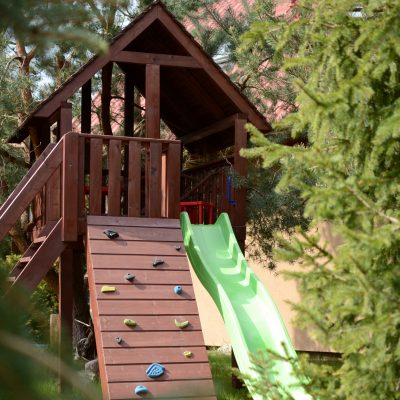 Dom całoroczny w Kopalinie - domek na drzewie dla dzieci